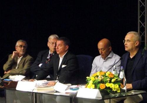 Un momento della serata conclusiva alla sala de «L'Unione Sarda»: la tavola rotonda con (da sinistra) Filippo Peretti, Francesco Birocchi, Andrea Frailis, Gianfranco Quartu, Antonello Liori